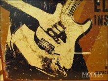 詳細写真3: ブリキ看板 フェンダー ギター ロック奏者
