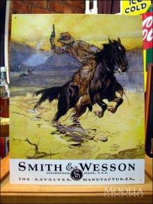 詳細写真1: ブリキ看板 スミス&ウェッソン 馬上の銃撃戦