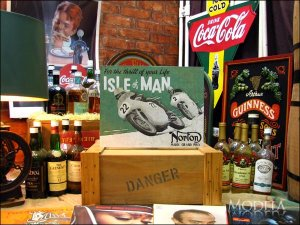 画像2: ブリキ看板 ノートン 男の島